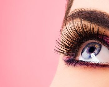 Extension of eyelashes in beauty salon with the help of natural qualitative materials